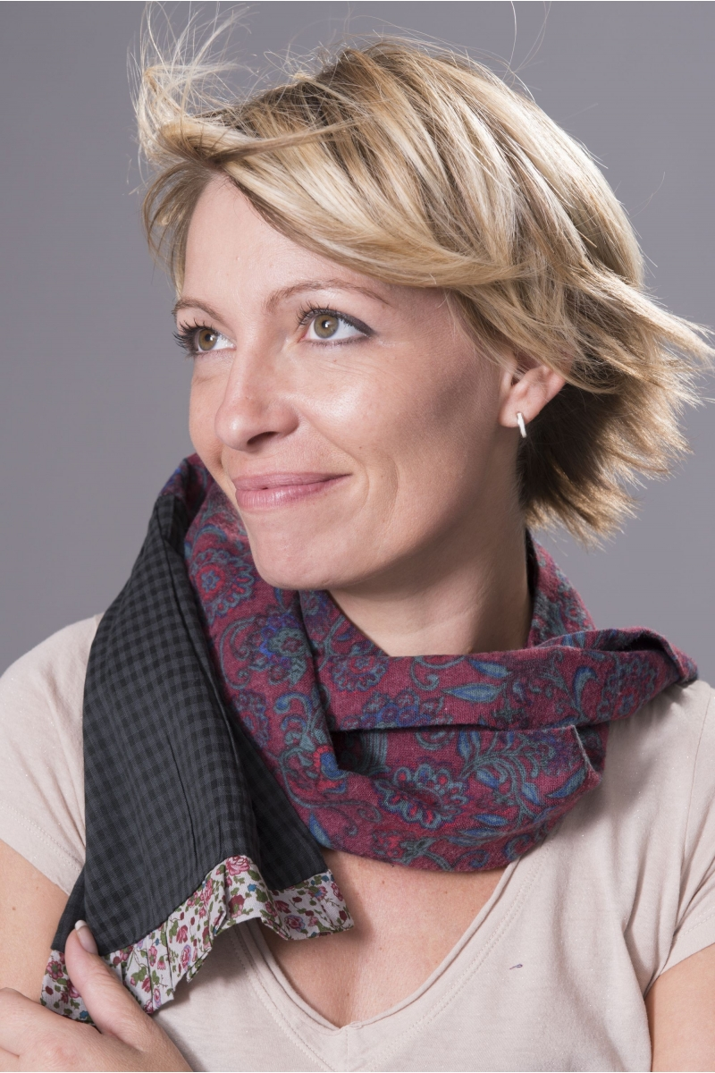 http://www.lamazone-store.com/5779-thickbox_default/foulard-rouge-fleuri-ian-mosh.jpg